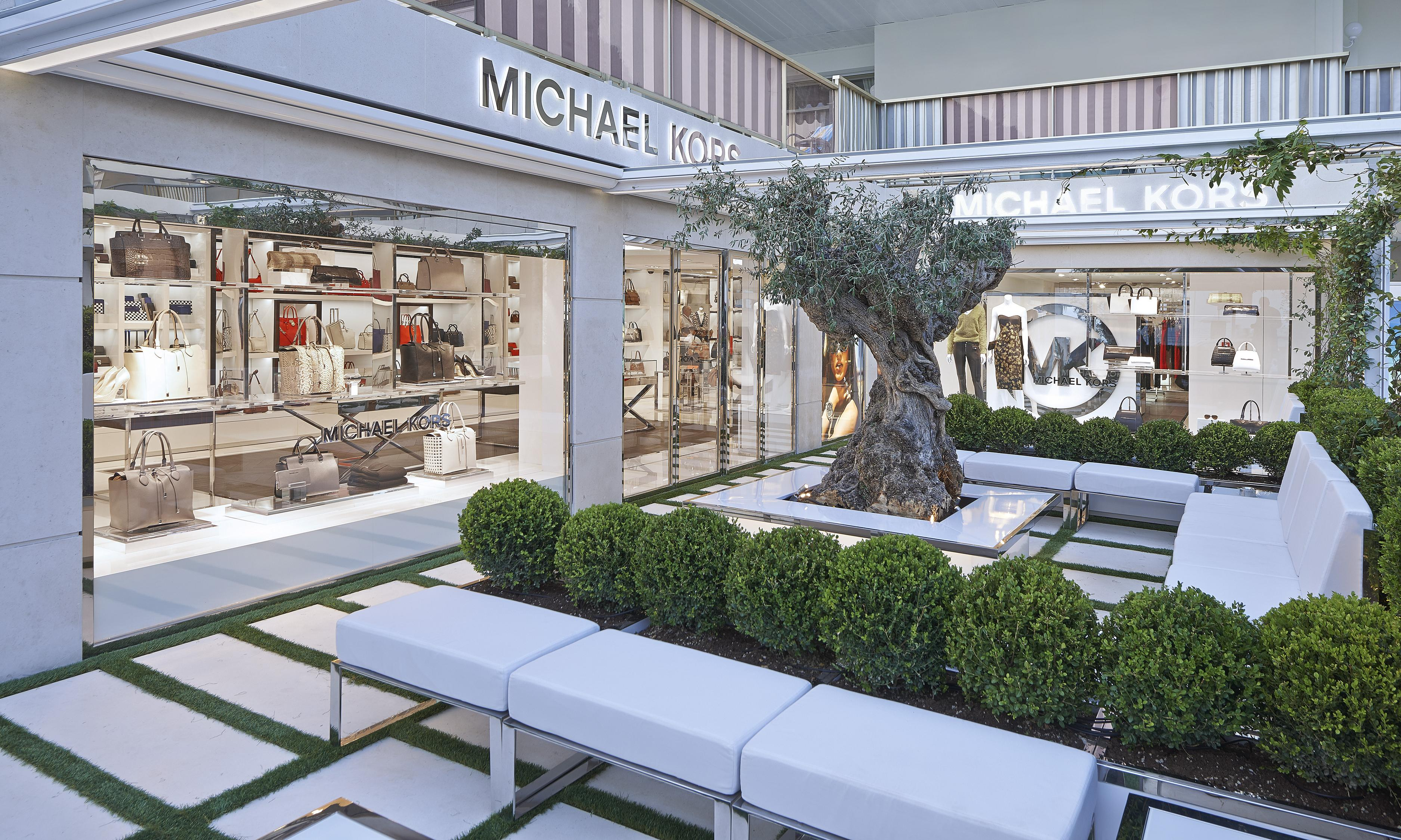 mk-cannes-store-image-outside