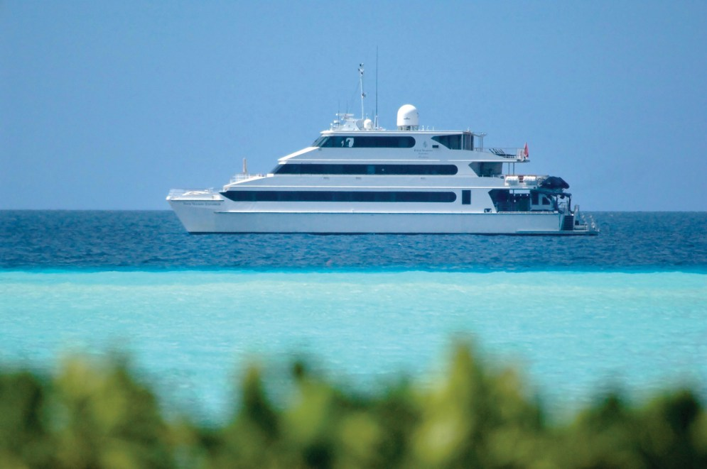 four-seasons-explorer-catamaran-2