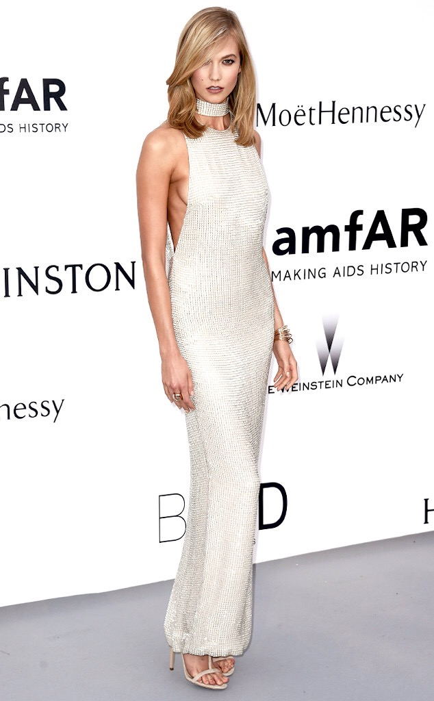 Karlie Kloss en robe Tom Ford