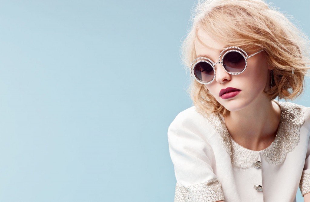 Lily Rose Depp Chanel lunettes perle
