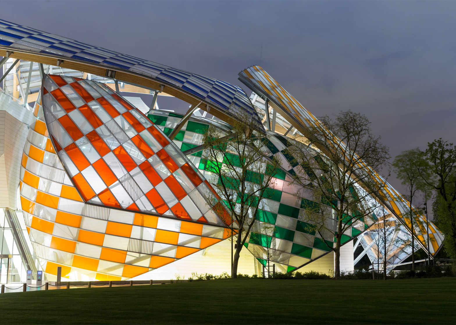 observatory-of-light-fondation-louis-vuitton-multicoloured-installation-daniel-buren-frank-gehry-paris-france-glass_dezeen_1568_5