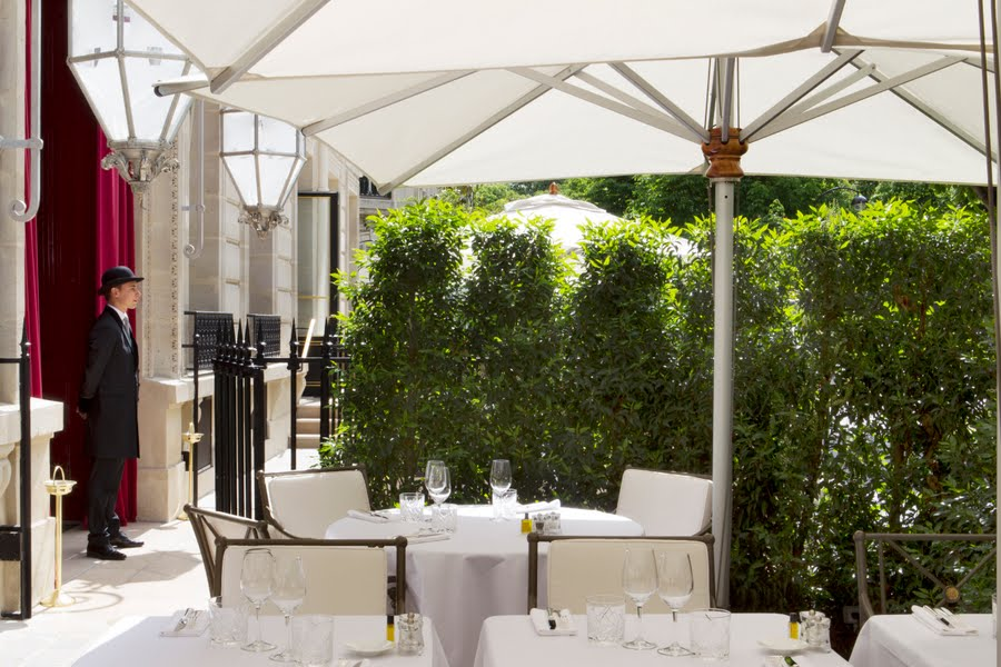 la-reserve-paris-hotel-and-spa-terrasse-2