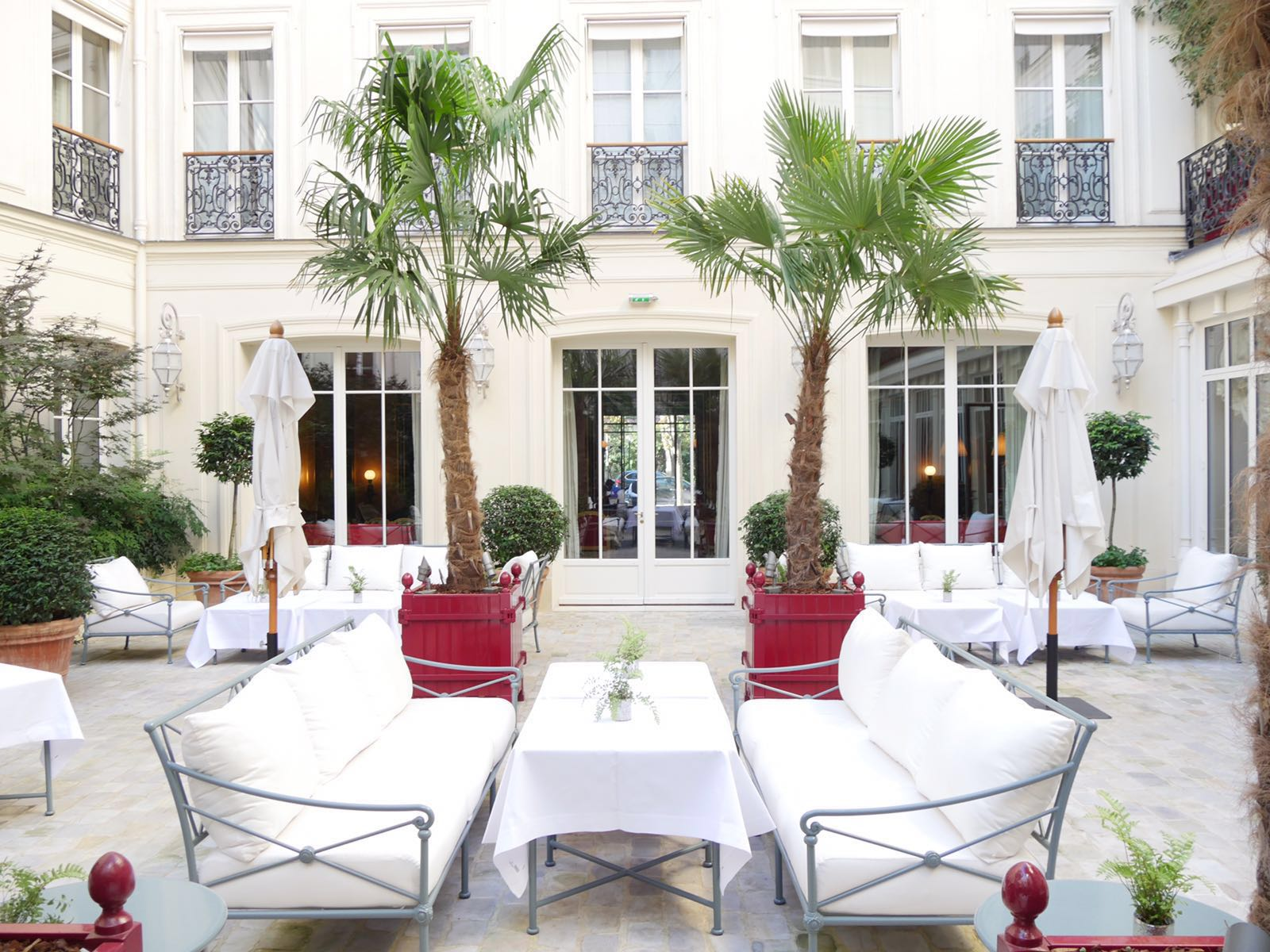 patio-la-reserve-paris-hotel-spa