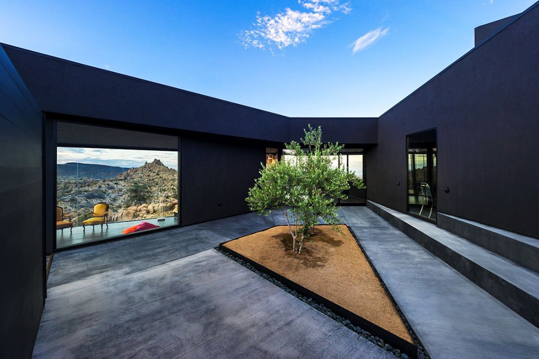 black-desert-house-patio