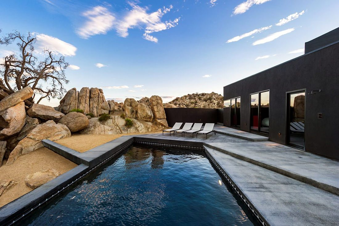 black-desert-house-piscine-transat