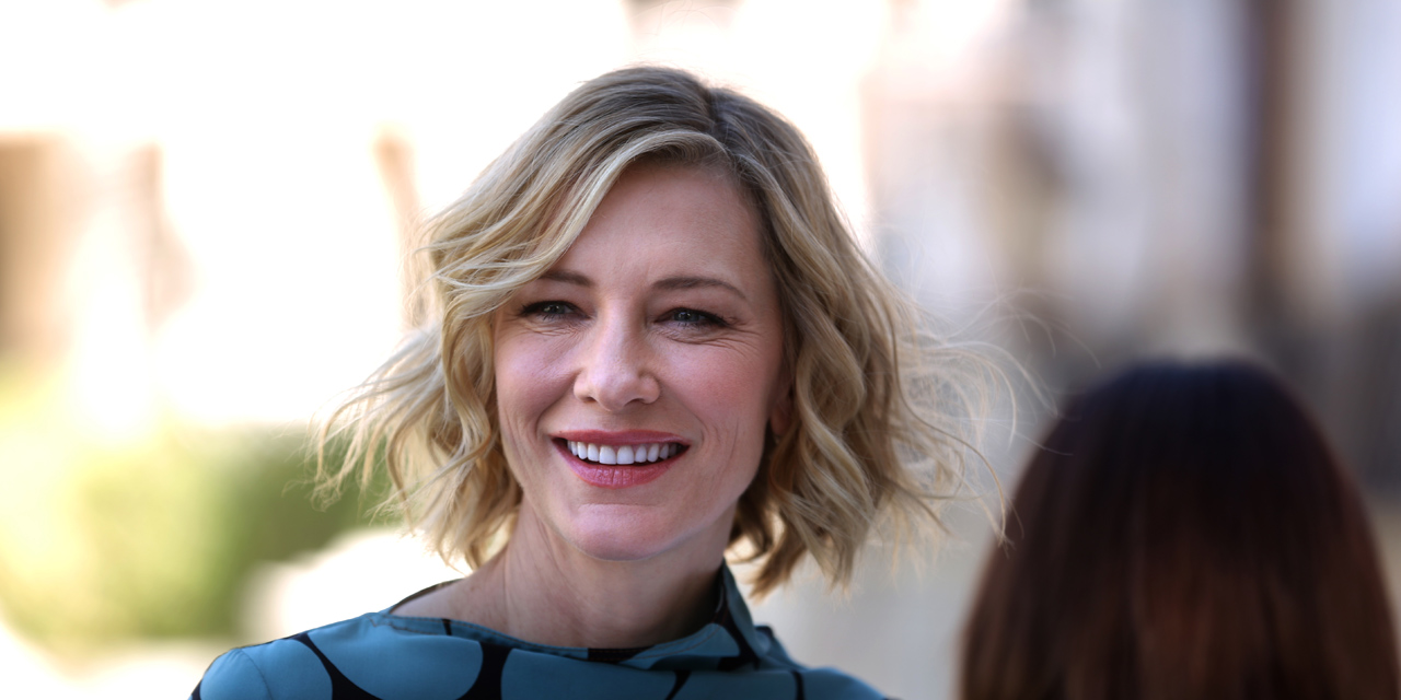 Australian actress Cate Blanchett smiles during a photo call in Dubai on  December 07, 2017.   AFP PHOTO   PATRICK BAZ 27955fc8953